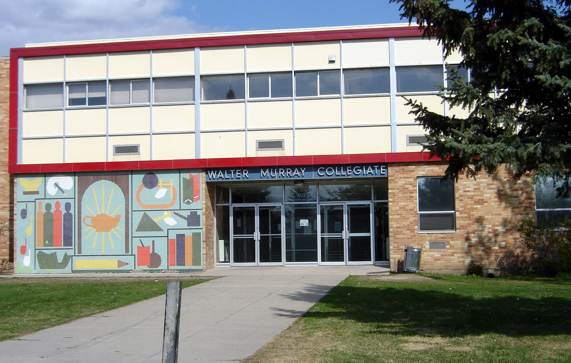 Walter Murray Collegiate is located in the Nutana neighbourhood of Saskatoon.
